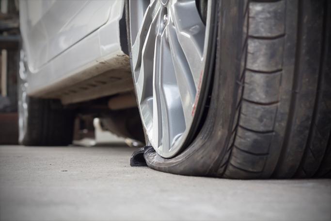 //sos-depannage-auto.com/wp-content/uploads/2018/03/sos-depannage-auto-pneu-crevaison.jpg