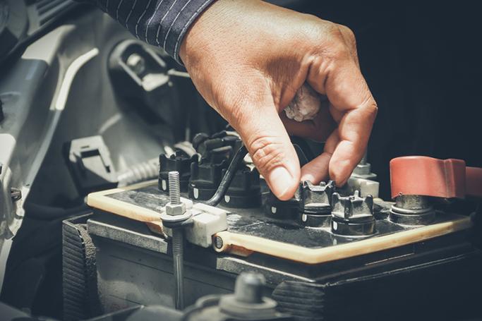 remplacement de batterie voiture, auto, moto, utilitaire par un technicien